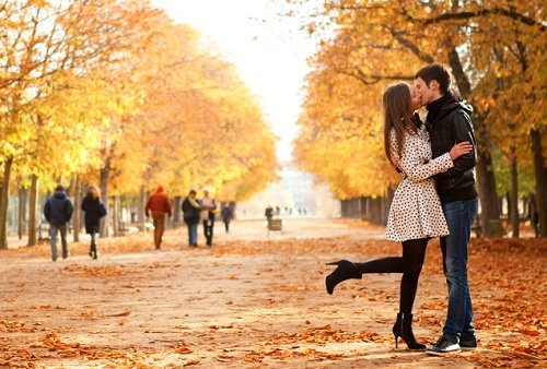 10 Romantic and Cozy Fall Dates for You and Your MilSpouse