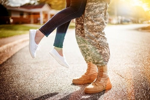 MilSpouse Moments: Deployment Homecoming Ideas: Prep, Parties, & Outfits