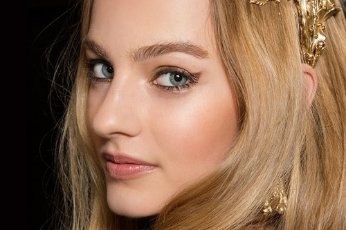7 Holiday Makeup Ideas for Every Occasion, from Family Dinner to Military Ball