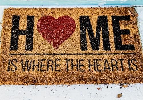 MilSpouse Moments: Decorating Your Home for a Short-Term PCS