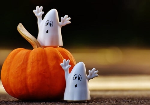 6 DIY Tricks and Treats for Halloween Night