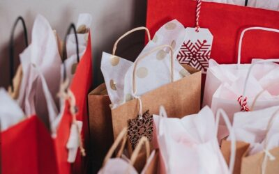 10 Tips to Budget for Holiday Spending This Year
